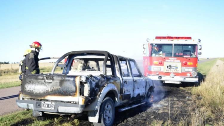 Una camioneta tomó fuego en la ruta