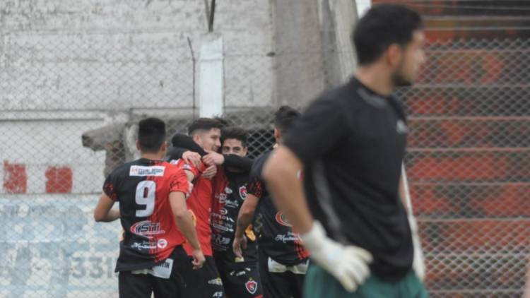 Liga del Sur: Llovieron goles en el Mendizábal, goleó Sporting