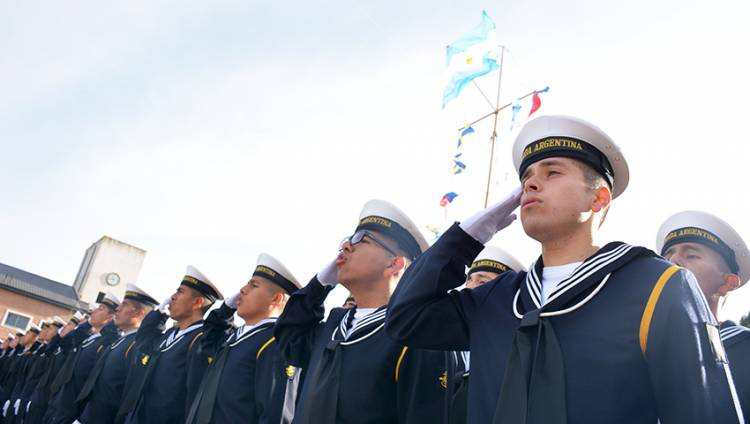 Aspirantes de la ESSA recibieron sus uniformes y juraron lealtad a la Bandera