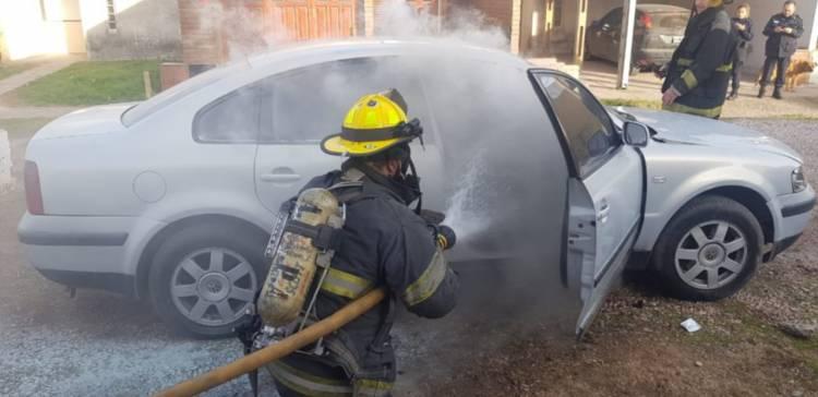 Se prendió fuego un auto estacionado en Villa Maio