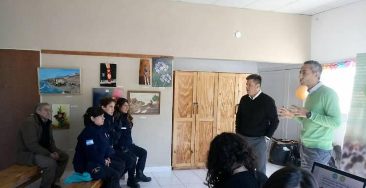 Pehuen Co: Se realizó una charla sobre el sistema de protección de los derechos de los niños