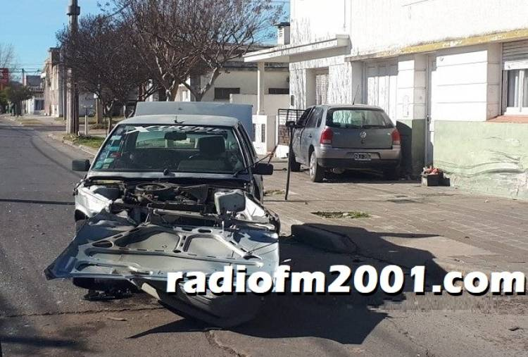 Choque de dos vehículos en la esquina de Luiggi y Buchardo