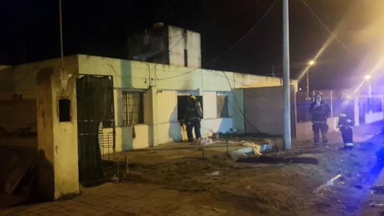 Una persona sufrió una intoxicación con humo en un incendio