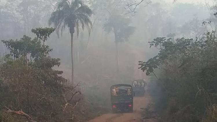 Brigadistas militares argentinos combaten los incendios en Bolivia
