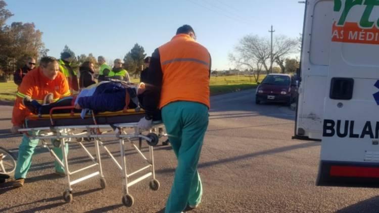 Una mujer herida tras caer de su moto