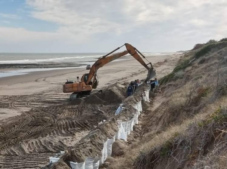 Pehuen Co: El Municipio comenzó la construcción de taludes en frente costero