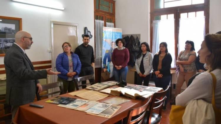 Estudiantes visitaron las instalaciones de la Sección Documentación Histórica de Puerto Belgrano