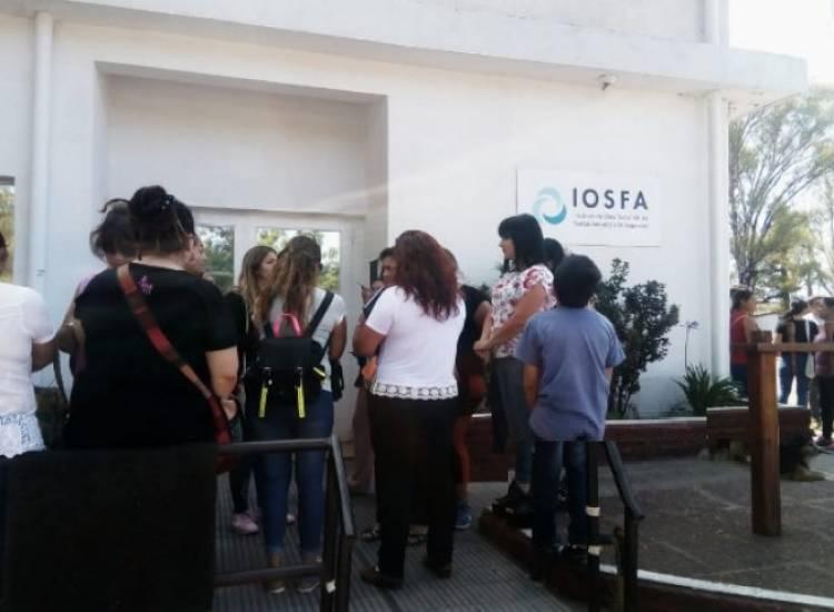 Conflicto: Acompañantes Terapéuticos esperan respuesta de la IOSFA