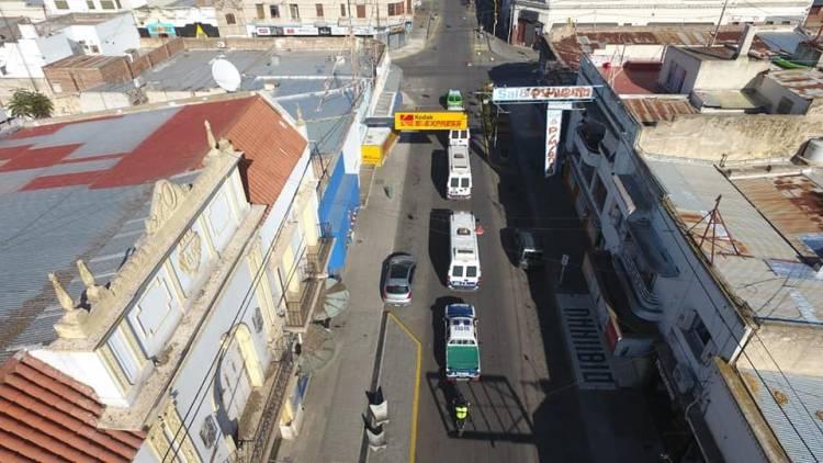 La Policía comenzó a recorrer las calles de la ciudad para hacer cumplir la cuarentena obligatoria
