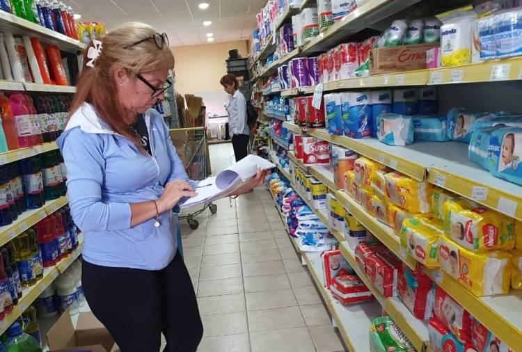 La OMIC recorrió supermercados controlando precios máximos