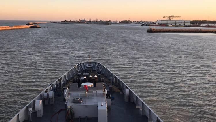 """El patrullero oceánico ARA """"Bouchard"""" arribó a Puerto Belgrano"""
