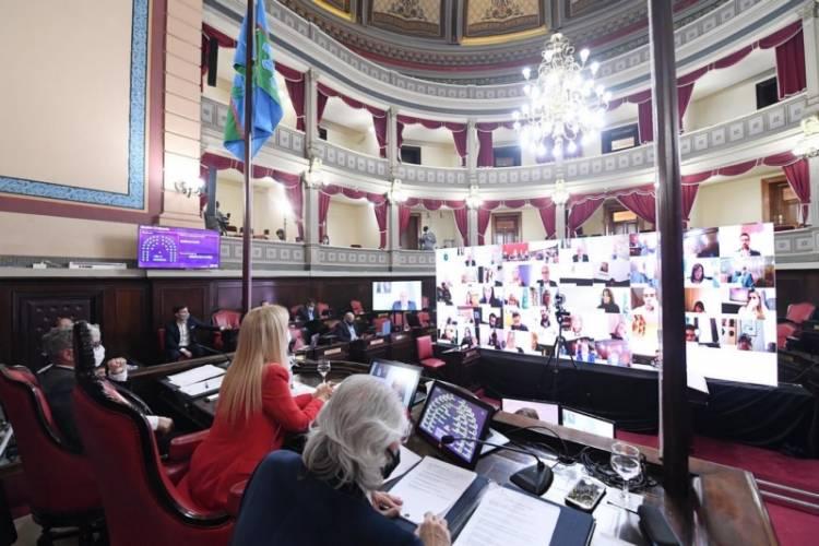 El Senado bonaerense convirtió en ley las emergencias de género y de los geriátricos