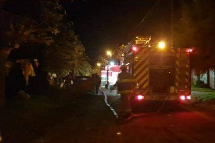 Bomberos controlaron un incendio en una vivienda de Villa del Mar