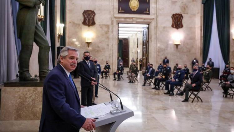 El Presidente Fernández agradeció la tarea de las Fuerzas Armadas en la pandemia y anunció recomposición salarial