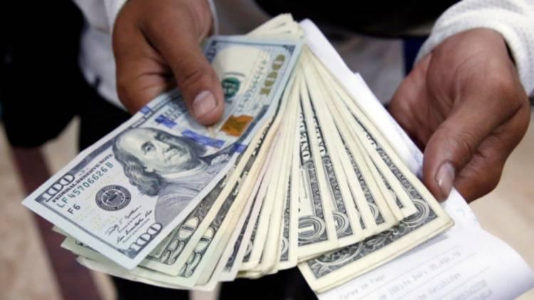 El dólar blue alcanzó una cotización récord de $ 145