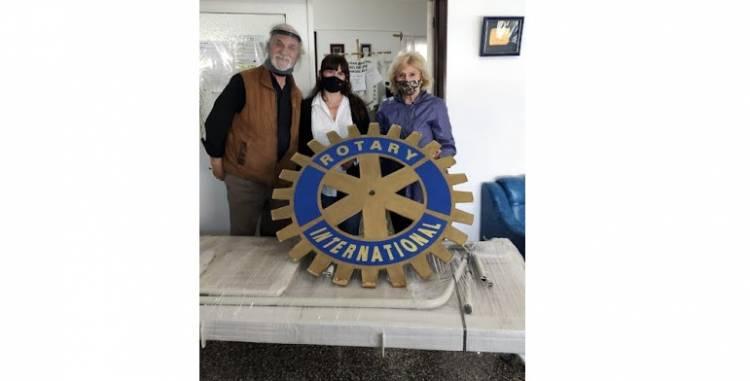 Rotary Bicentenario Puerto Rosales donó una cama ortopédica al Hogar del Anciano
