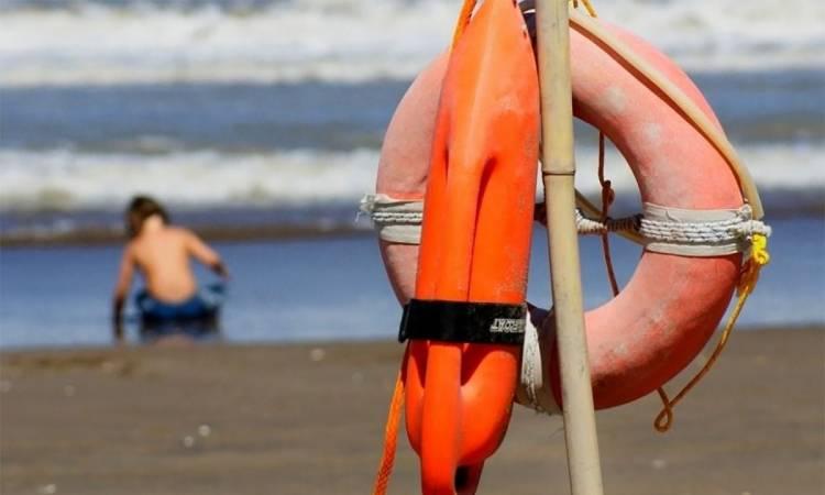 Playas Argentinas: Los guardavidas deberán ponerle un barbijo a la víctima en el rescate, según protocolo