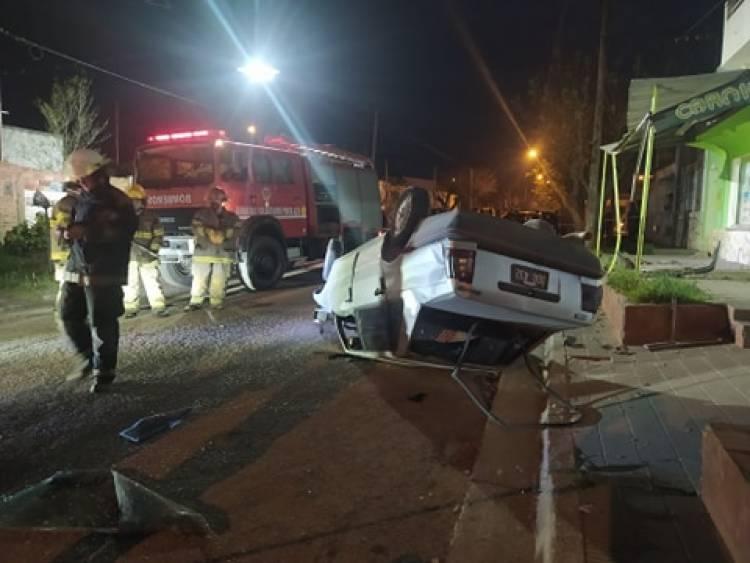 El conductor de un vehículo fue hospitalizado luego de un vuelco