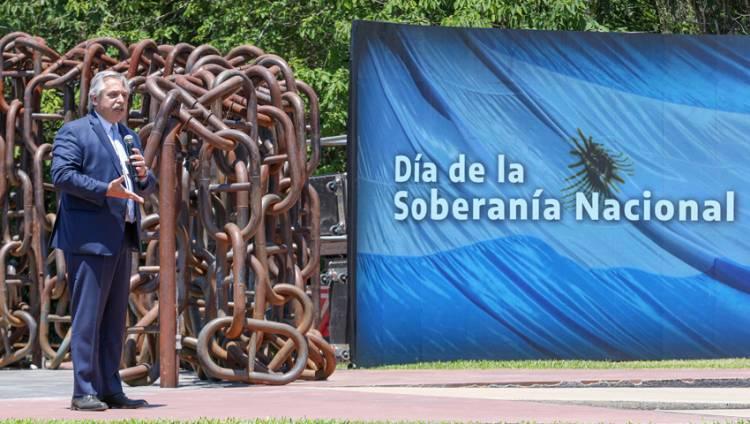 El Presidente Fernández encabezó la ceremonia por el Día de la Soberanía Nacional