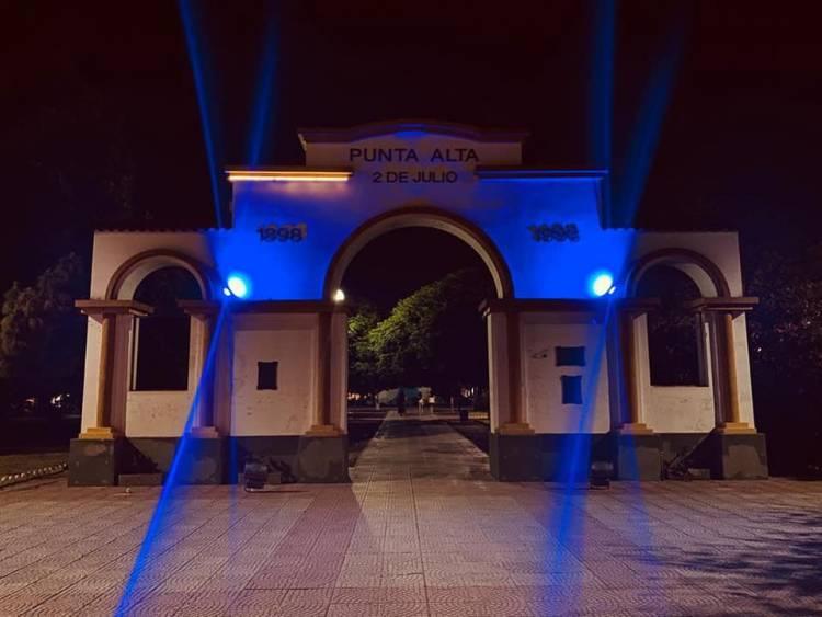 Se iluminó el Portal Centenario por el Día de la Prevención del Abuso Sexual Infantil