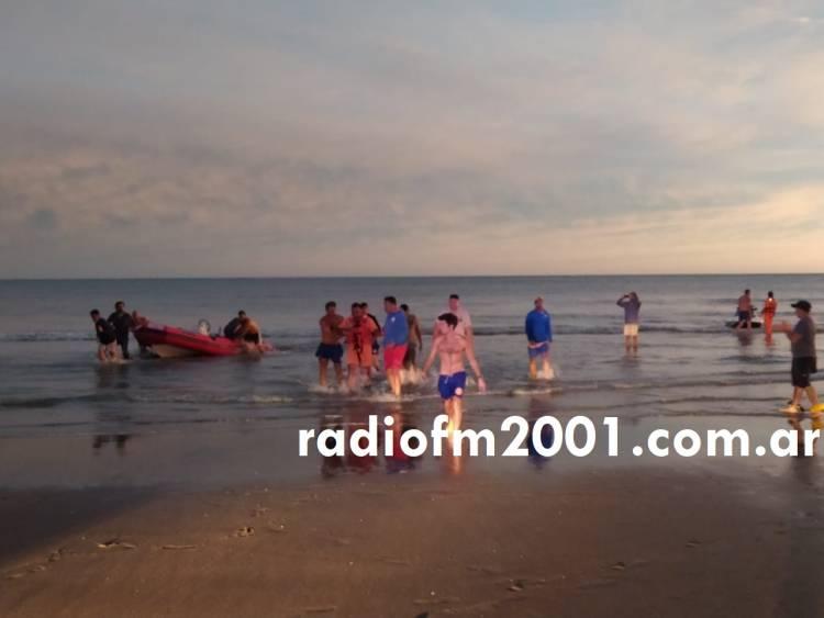 Pehuen Co: Rescataron a dos personas que fueron arrastradas mar adentro debido al viento