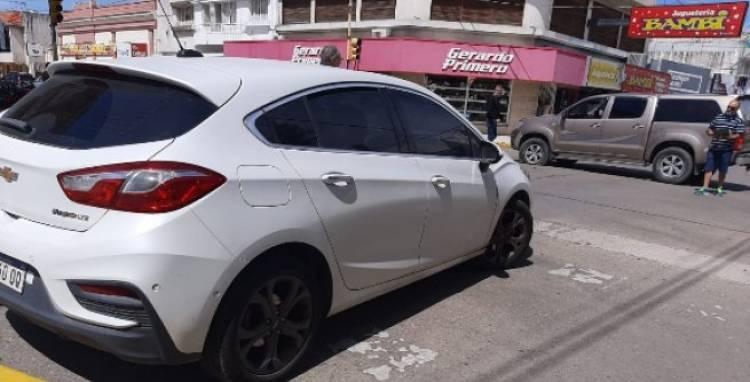 Choque entre dos vehículos en Bernardo de Irigoyen esquina Roca