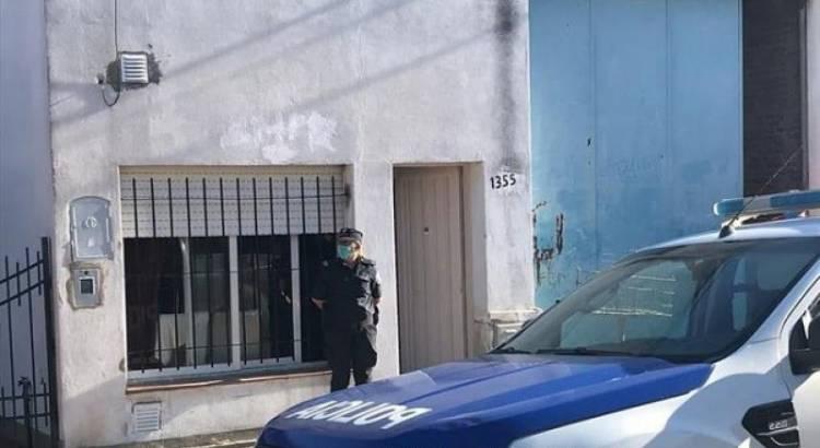 Atraparon a un sujeto intentando sustraer autopartes de un corralón municipal