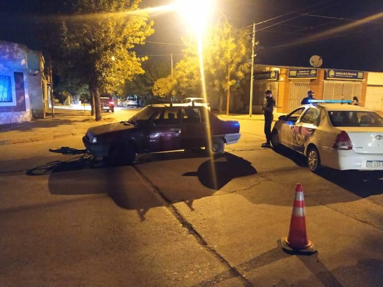 Una joven ciclista fue trasladada al hospital tras ser atropellada por un auto