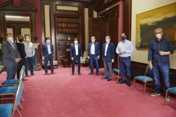 Kicillof mantuvo reuniones para atender pedidos de intendentes