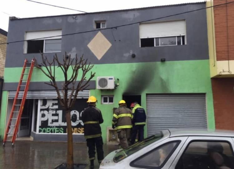 Detuvieron a un hombre por quemar una peluquería; ya habían detenido al peluquero por daños
