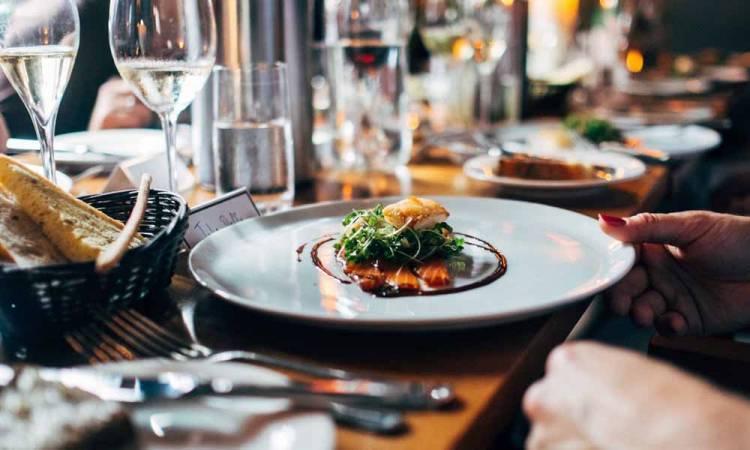 Titulares de locales gastronómicos se reunieron con el intendente por la apertura de los locales