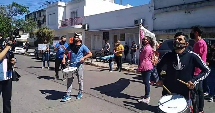 Preadjudicatarios del Barrio Luz y Fuerza III se manifestaron frente a la Municipalidad