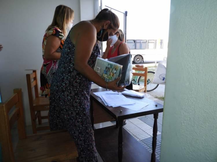 El Municipio entregó 600 kits escolares para alumnos de Primario y Secundario