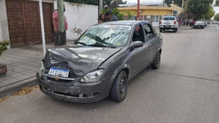 Choque entre dos autos, dos menores fueron asistidos en el Hospital Municipal