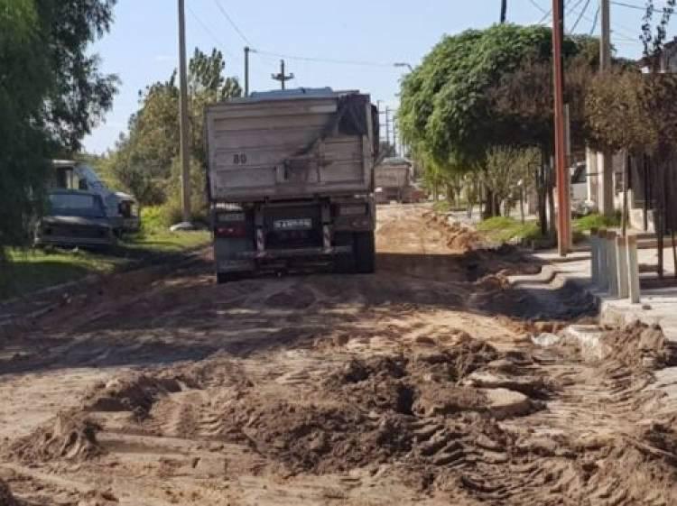 Comenzaron los trabajos para la pavimentación de dos cuadras en calle Alem