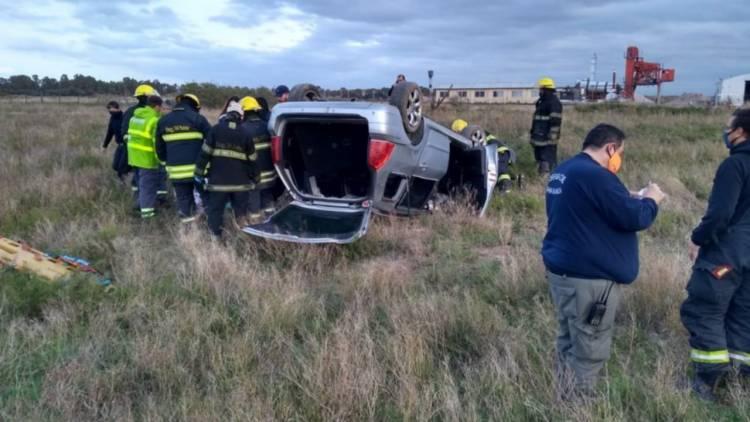 Ruta 3: Cuatro personas sufrieron heridas leves luego de un vuelco