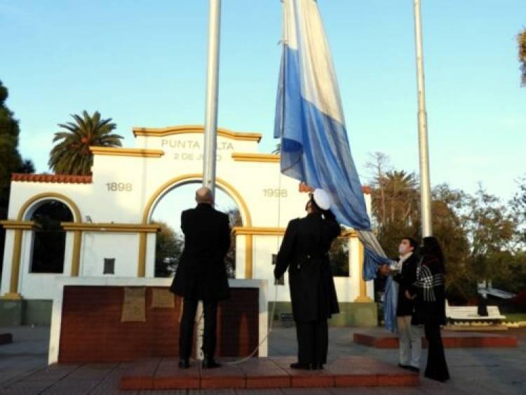 Se realizó el acto por el Día de la Bandera en la Plaza General Belgrano