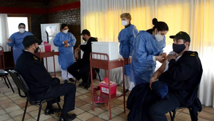 En el Hospital Naval Puerto Belgrano inició el proceso vacunatorio contra el COVID-19 al personal militar
