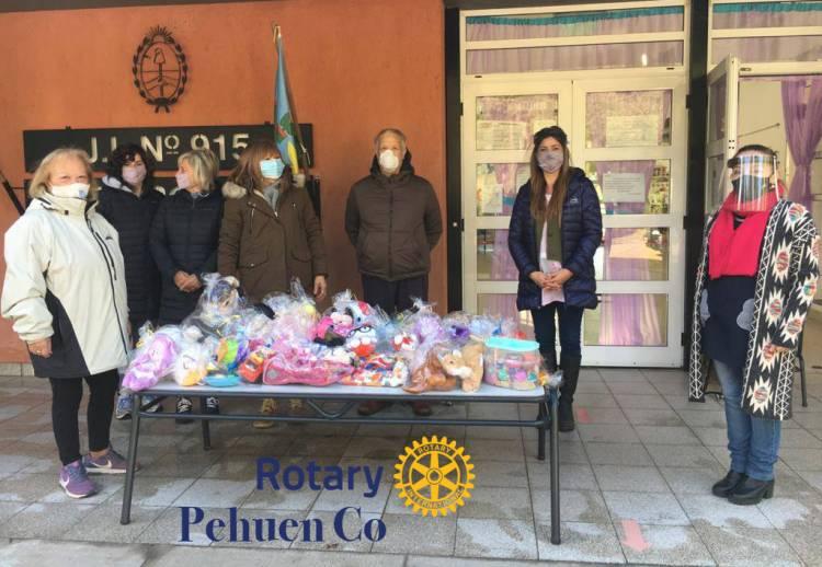 Rotary Pehuen Co realizó la entrega de juguetes para el Jardín 915
