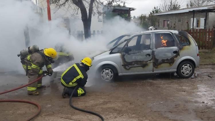 Incendio de un vehículo, habría sido intencional