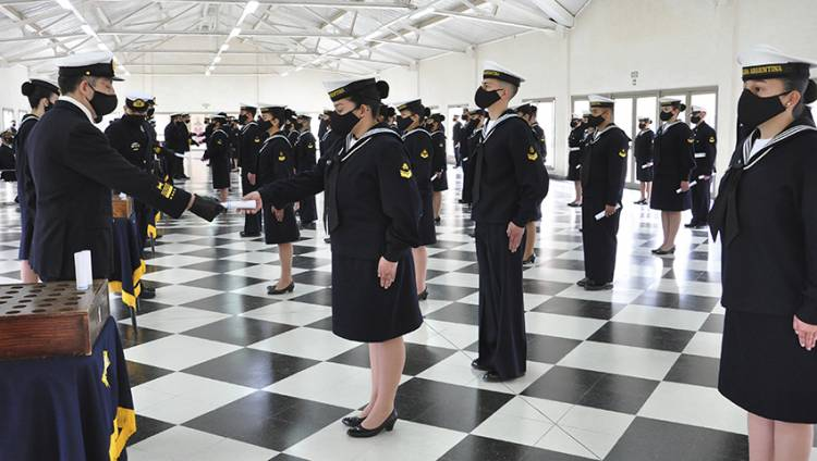 Egreso en la Escuela de Suboficiales de la Armada